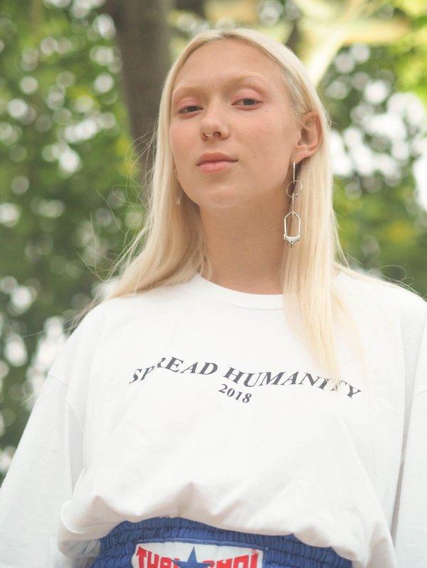 Girl wearing a white t shirt