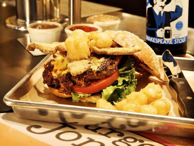 White Trash Burger & Fry Basket ©AbernathyPhoto.jpg