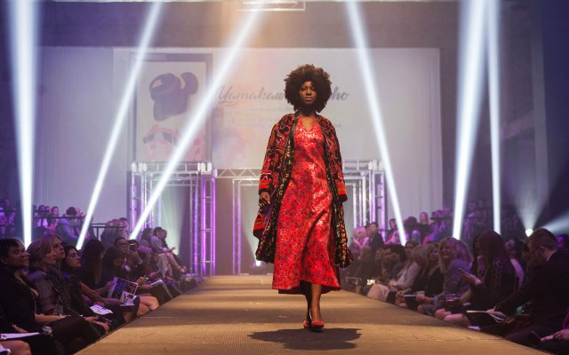 Fashionopolis 2019: woman in red dress and patterned red coat