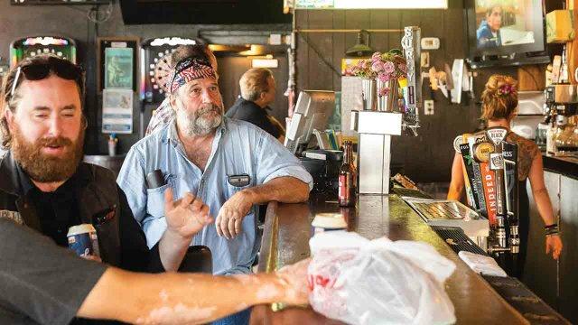 Grumpy's Bar patrons