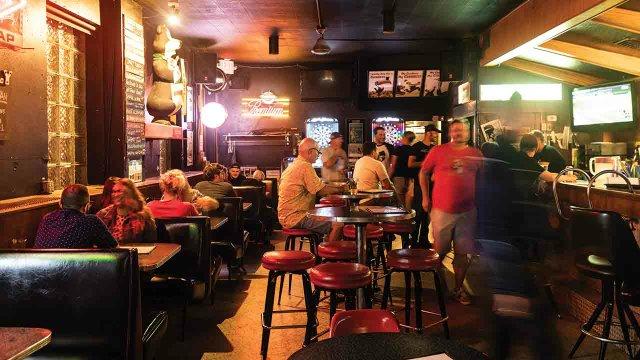Grumpy's Bar crowd