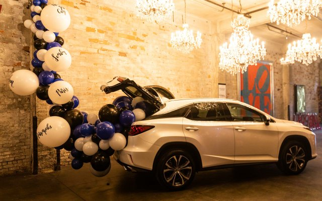 White car with purple and white balloons at Fashionopolis