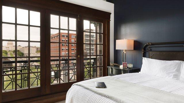 Celestre Saint Paul bedroom