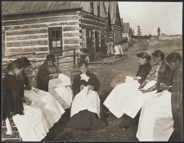 Ojibwe women at Leech Lake photo from 1906