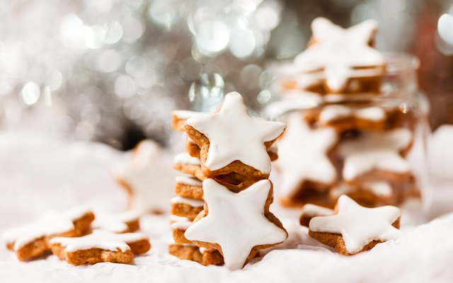 Star-shaped Christmas cookies with white frosting