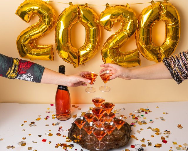 Champagne and gold 2020 balloons