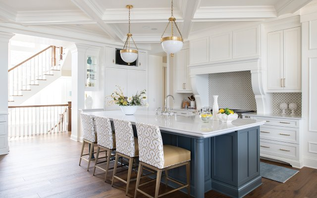 Breakfast bar with upholstered stools