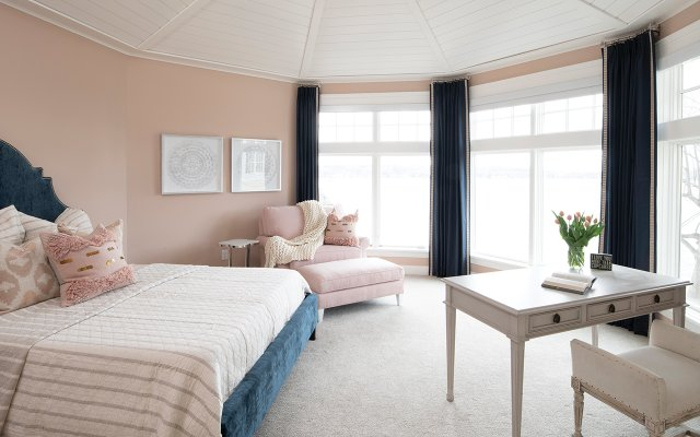 Octagon-shaped guest bedroom
