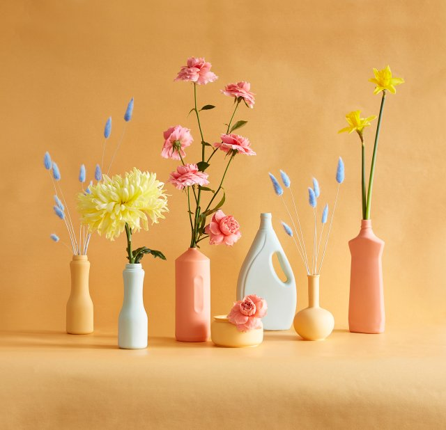 Single stems arranged in porcelain vessels at Ergo