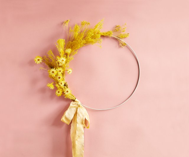 Wreath of silk and dried flowers at Ergo