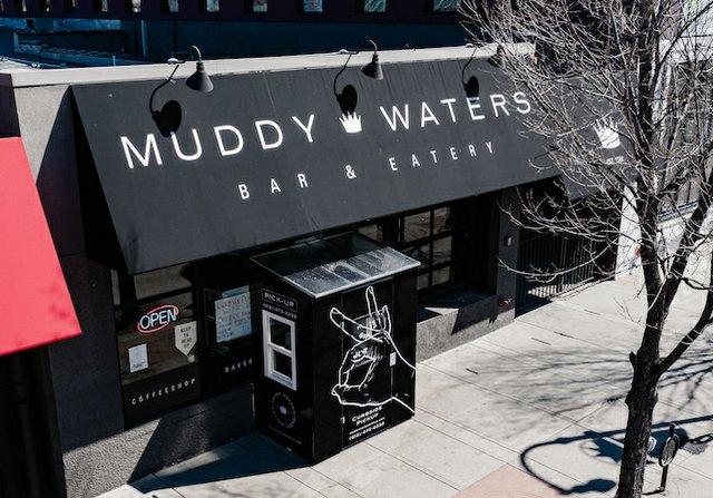 Muddy Waters vestibule