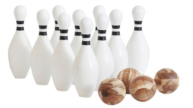 Outdoor bowling set