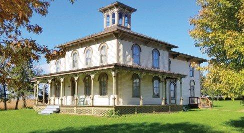 Victorian home in Hammond, Wi