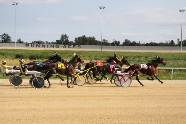 Horse Races at Running Aces