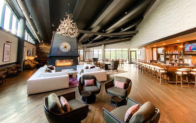 Omni Viking Lakes Hotel