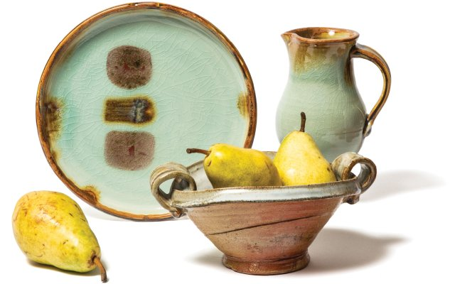 Pottery with pears