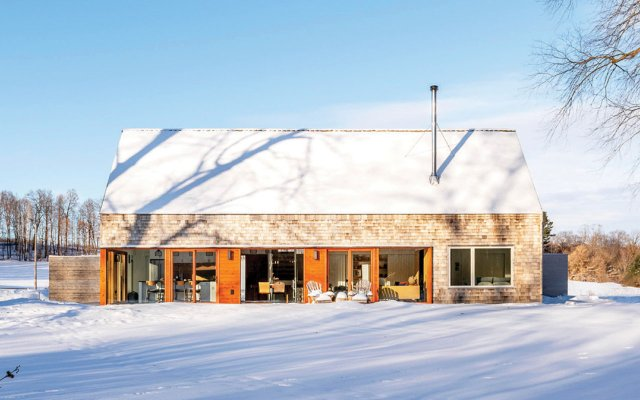exterior of modern house in winter