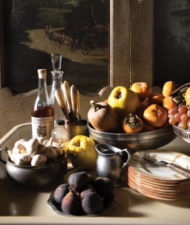 bowls of fruit and garlic