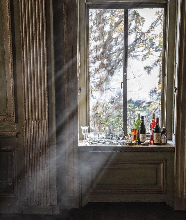 bar in windowsill