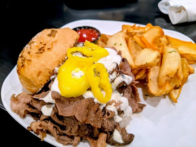 beef sandwich with peppers
