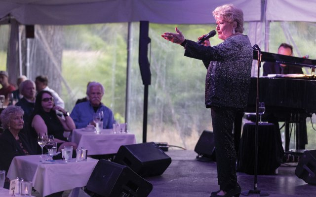 Marilyn May singing to a crowd