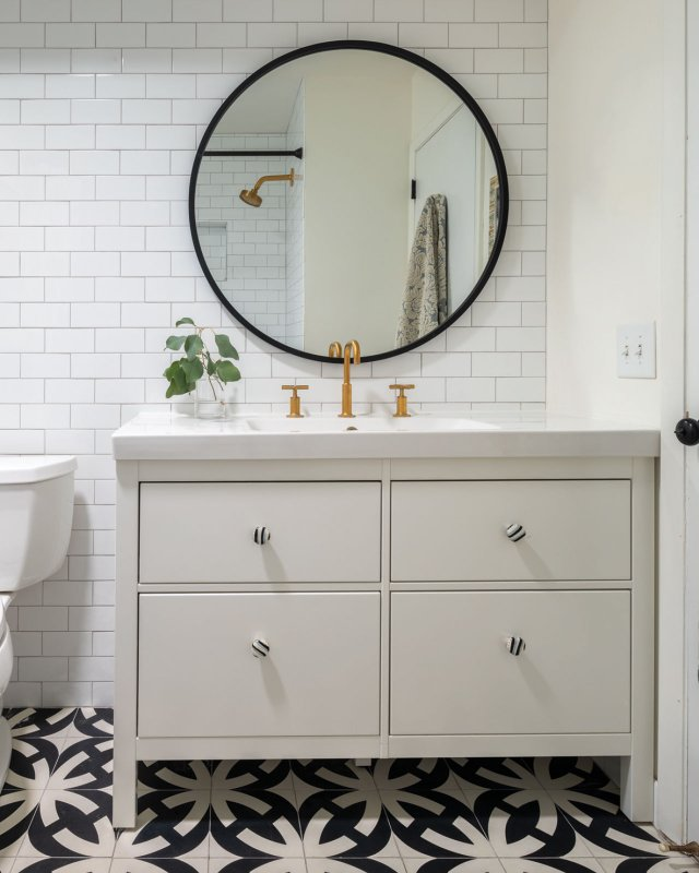 Vanity with round mirror