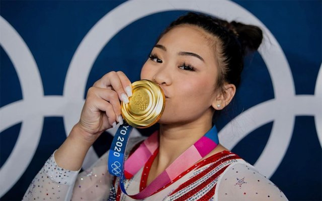 Sunisa Lee with Gold Medal
