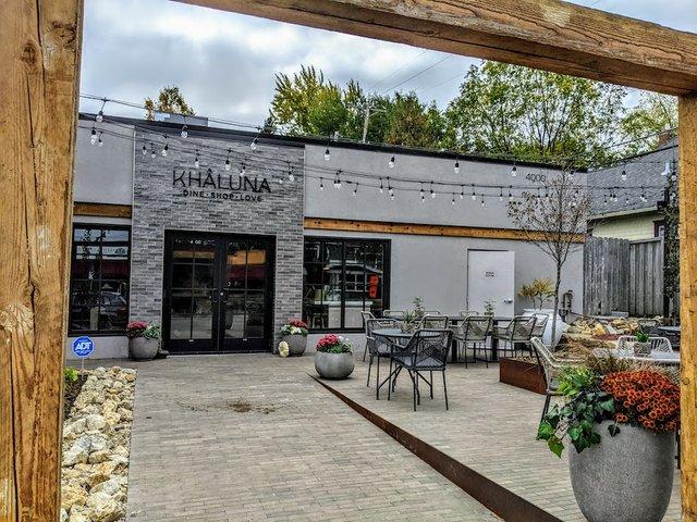 kahluna door to market