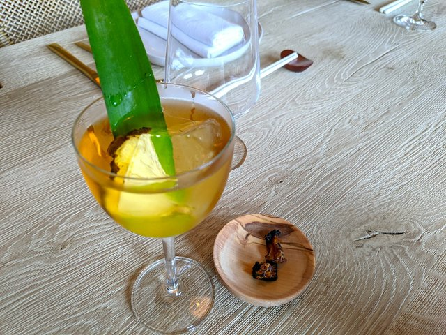 pineapple drink with leaf