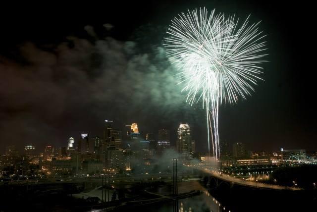 Aquatennial-Fireworks.jpg
