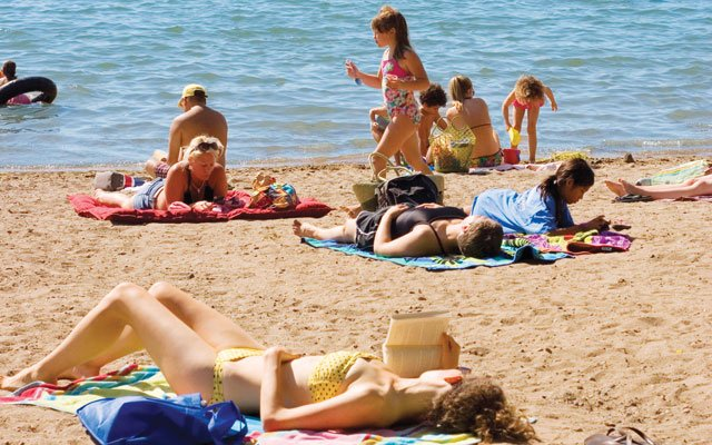 0612-beach_640s.jpg