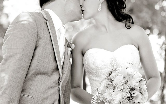 kisseswelove_s4.jpg