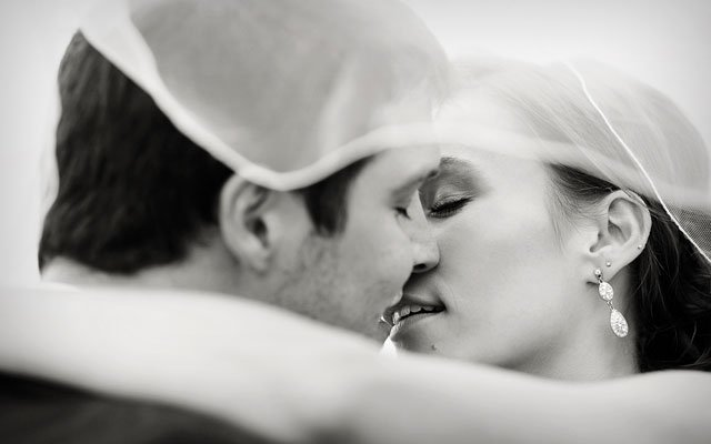 kisseswelove_s16.jpg